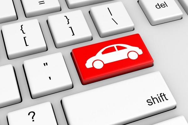 klávesnica s červerným tlačítkom auta