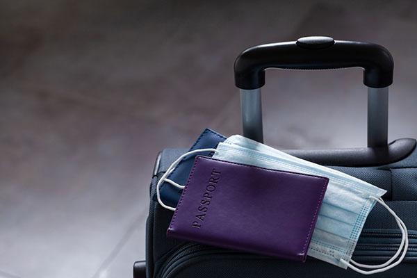 cestovný kufor na letisku